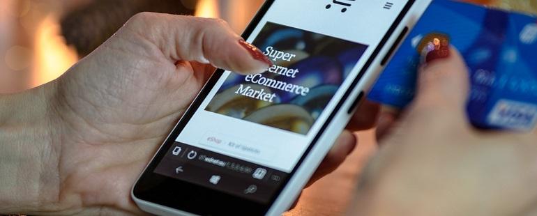 Valentine's Day E-commerce Shopping
